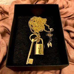 Victorias Secret Scandalous Lock&Key Gold Necklace